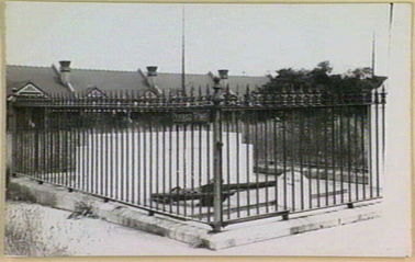 Grave of <em>Dunbar</em> victims at St Stephens Church, Newtown, c.1900, Mitchell Library, State Library of New South Wales