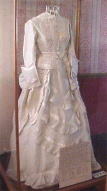 the sale of shoes famous brand casual shoes 1874 Holbrook Wedding Gown | Australia's migration history ...